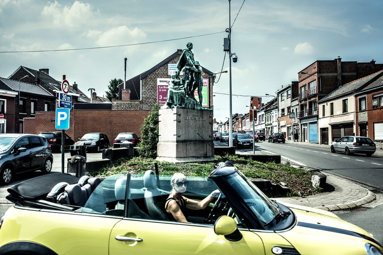 Frameries in de Borinage. Op de achtergrond het standbeeld van Alfred Defuisseaux, grondlegger van het Waalse socialisme. Beeld Franky Verdickt