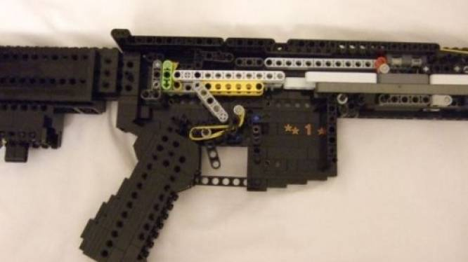 Duitse politie rukt massaal uit voor jongen met geweer... gemaakt uit legoblokjes