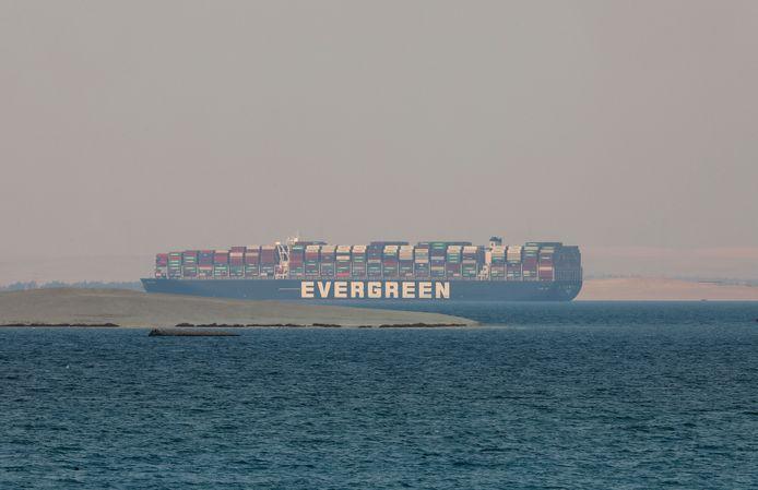 De Ever Given in het Grote Bittermeer.