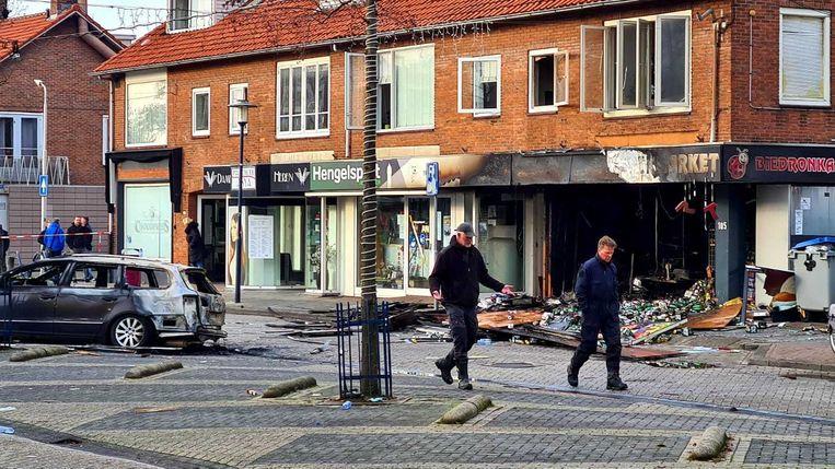 De schade bij de winkel in Aalsmeer is groot. Beeld