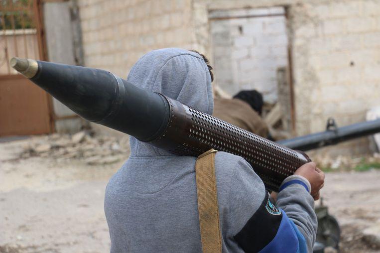 Rebellen in Ghouta bestoken het regeringsleger. Beeld photo_news