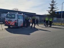 Hennepkwekerij ontdekt bij inval in bedrijfspand in Hengelo, twee arrestaties