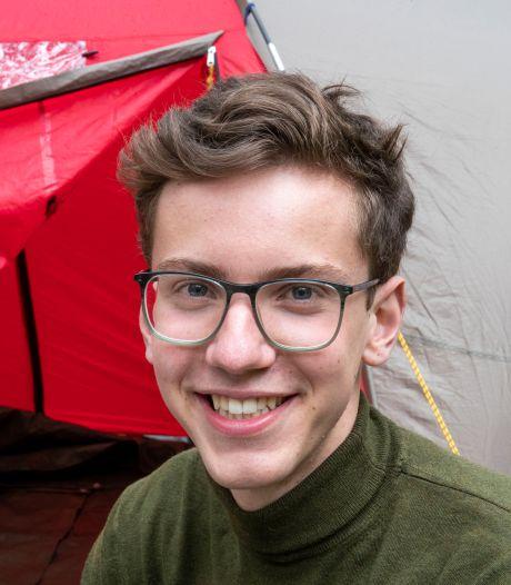 Student Gijs zit in een tent en zoekt een fatsoenlijk dak boven zijn hoofd in Wageningen