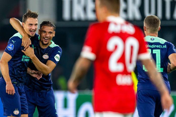 Olivier Boscagli (l) heeft PSV met een wonderschone goal op voorsprong gezet tegen AZ.