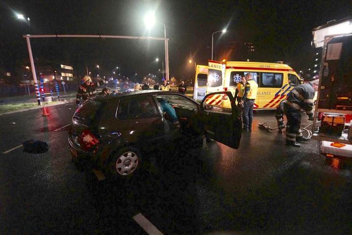 Bij een ongeval op de Genovevalaan in Eindhoven vielen 2 gewonden.