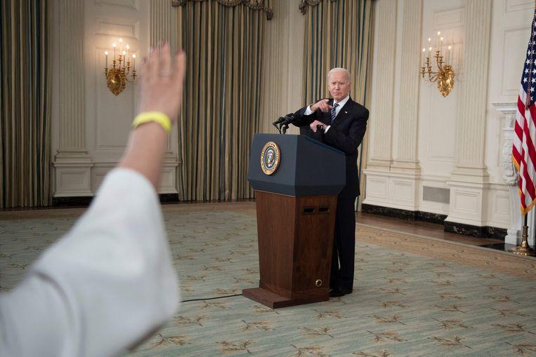 President Biden beantwoord een vraag tijdens een persconferentie in het Witte Huis.  Beeld AFP
