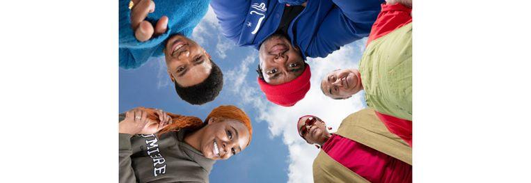 Cast van de nieuwe webonly comedy 'Koeriers'. Beeld