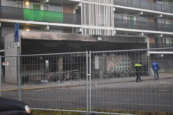 Bij de brand in de flat aan het Gelderseplein in Arnhem kwamen een man en een 4-jarige jongen om het leven.