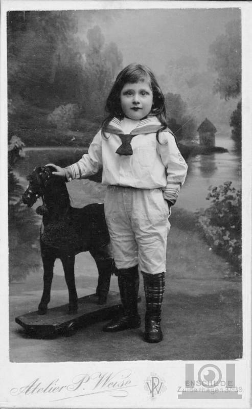 Onbekend meisje, circa 1905.