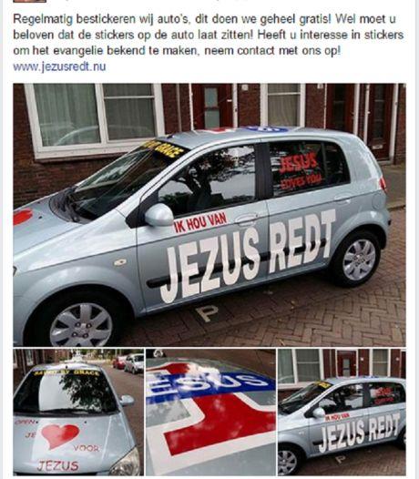 Jezus Leeft biedt gratis evangelische autostickers
