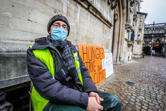 Wouter Mouton gaat opnieuw in hongerstaking voor het klimaat in Brugge