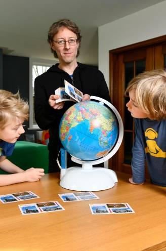 """Maarten stuurt postkaartjes met 'Groeten uit Lichtervelde' naar willekeurige adressen op de aardbol: """"Alsof we in gedachten op reis gaan, zonder op voorhand de bestemming te weten"""""""