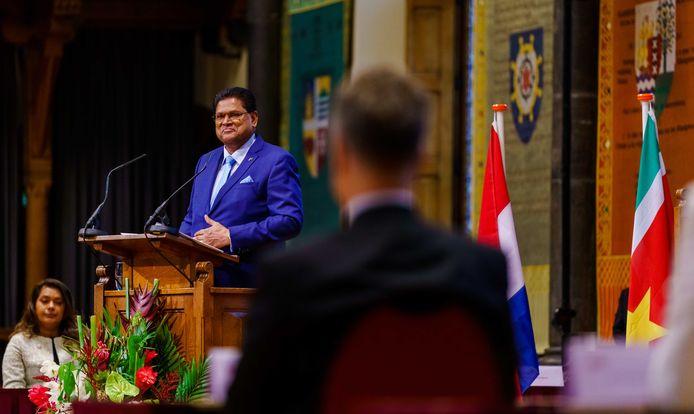 De Surinaamse president Chan Santokhi spreekt de Staten-Generaal toe in de Ridderzaal aan het Binnenhof. Het is de eerste keer in dertien jaar dat een Surinaamse president Nederland bezoekt.
