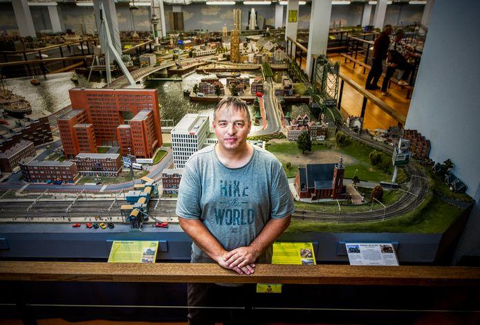 Directeur Marc van Buren in het noodlijdende Miniworld.