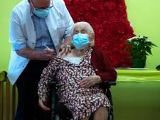 """La centenaire Josepha vaccinée à Mons: """"Il y a trop longtemps que ça dure"""""""