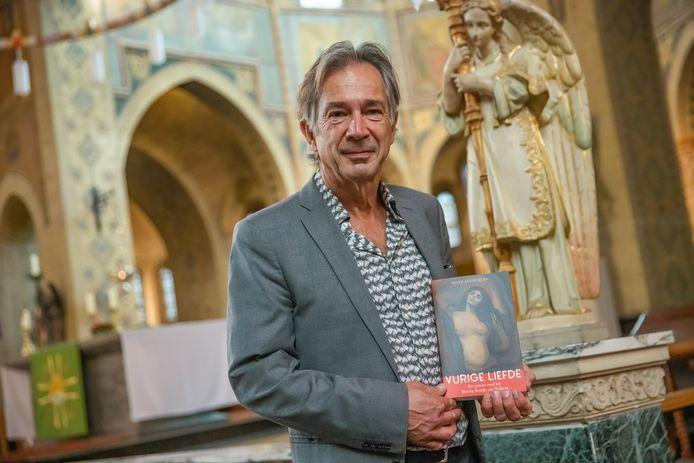 Peter Jan Margry heeft een boek geschreven over het bloedige bruidje van Welberg. Een vrouw die stigmata vertoonde. Welberg was daardoor van eind jaren 30 tot begin jaren 50 een heus bedevaartsoord, want iedereen wilde het wonder aanschouwen. Vandaag presenteerde hij het boek in de Gummaruskerk in Steenbergen.