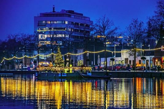 De ponton met licht ligt op dezelfde plek als waar de Love Boat altijd lag.