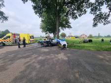 Brandweer bevrijdt gewonden uit auto's bij botsing in Heelweg