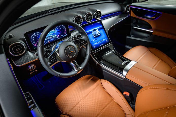 Het zeer fraaie interieur van de Mercedes-Benz C-klasse.