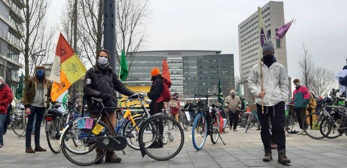 De demonstratie richt zich tegen het plan van minister Cora van Nieuwenhuizen (Infrastructuur), die heeft getekend voor de uitbreiding van de A27.