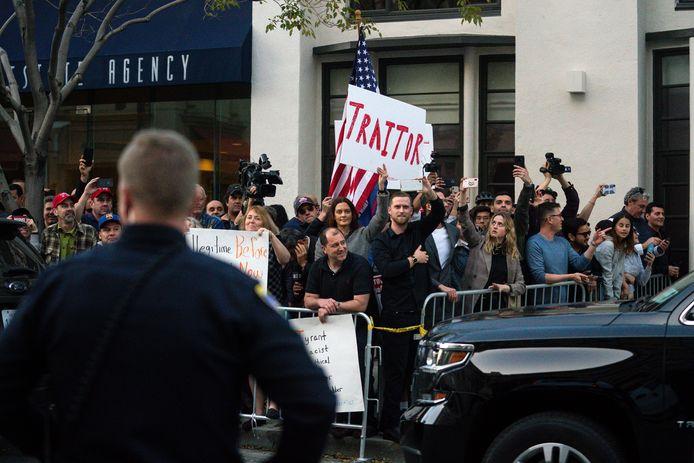 Les anti-Trump l'attendaient à Beverly Hills.