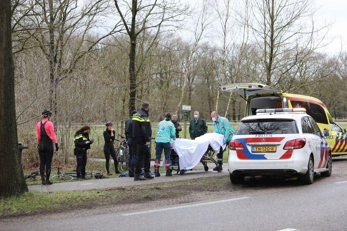 De fietser moet naar ziekenhuis, de grens met Baarn-Soest.
