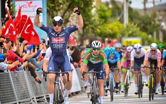 Jasper Philipsen won na de Scheldeprijs nog twee ritten in de Ronde van Turkije waar hij telkens Mark Cavendish klopte.