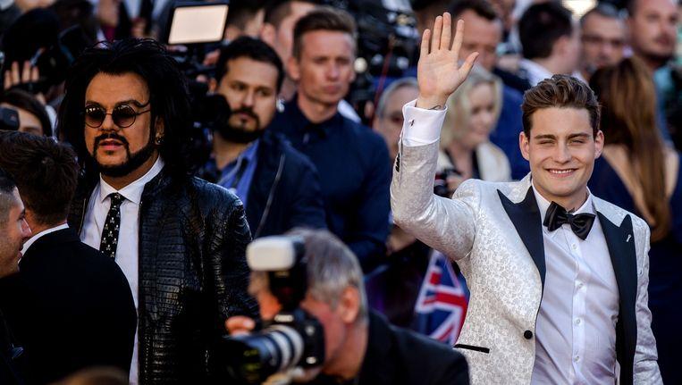 Douwe Bob over de rode loper bij de Euroclub tijdens de openingceremonie van het Eurovisie Songfestival in Zweden Beeld anp