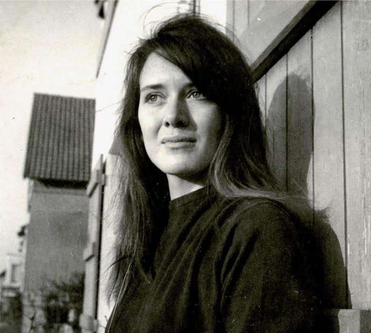 Een nog prille Annie Ernaux. 'Je kunt je de relatieve onschuld van een meisje in 1958 amper nog indenken.' Beeld RV