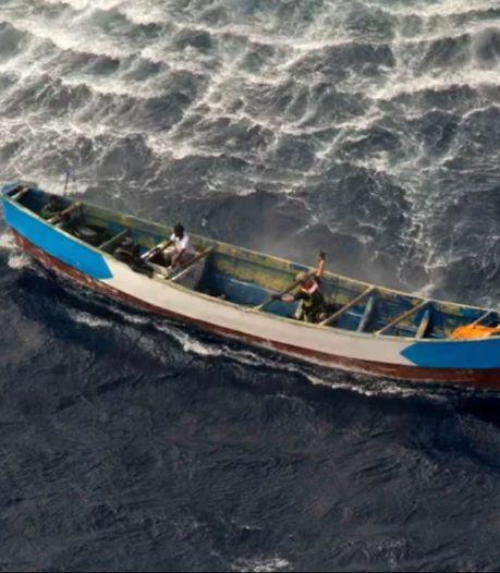 """Une adolescente retrouvée sur un bateau à la dérive depuis 22 jours: """"Un charnier au milieu de la mer"""""""