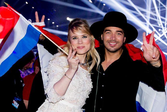 Ilse de Lange en Waylon van The Common Linnets juichen nadat ze tweede zijn geworden op het Eurovisie Songfestival in 2014.