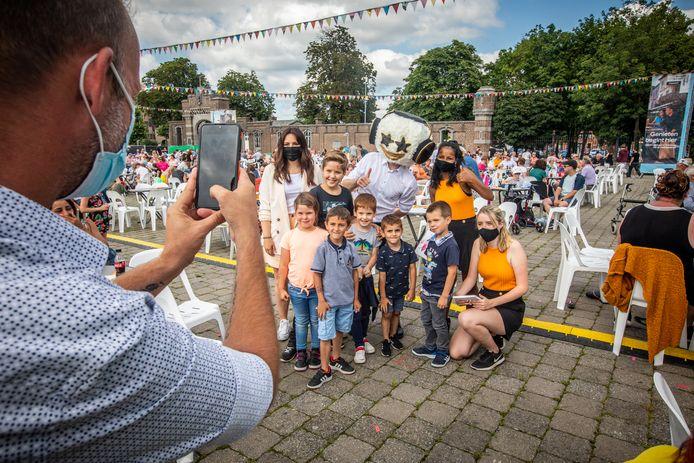 Z(w)ing in Hasselt op Vlaamse Feestdag Meet and greet met de Loco kids disco