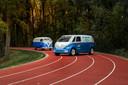Liever een elektrische VW-bus? Dan moet je volgens de fabrikant wachten op de productieversie van de ID.Buzz Cargo (rechts)