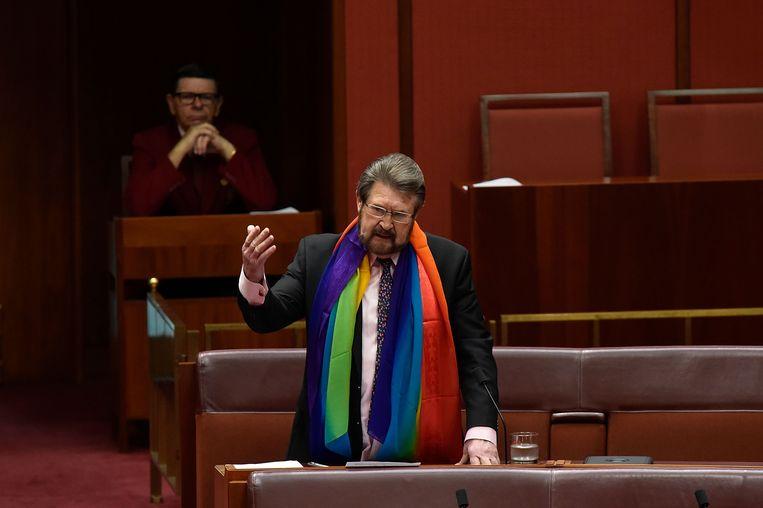 Derryn Hinch tijdens een debat in het Australische parlement. Beeld Getty Images