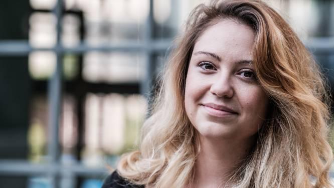 """COLUMN. Sara Leemans schrijft over 33-jarige single Hanne: """"Er zijn meer dingen in het leven dan je beleggingsapp, Frederik"""""""