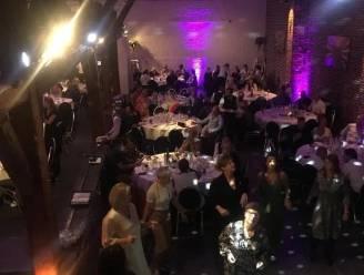 Meer dan 100 vierende 50 en 51-jarigen klinken op hun verjaardag
