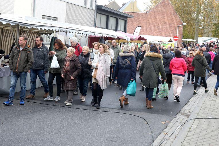De kermis voor de jaarmarkt in Sint-Pieters-Leeuw wordt een weekje later opgesteld.