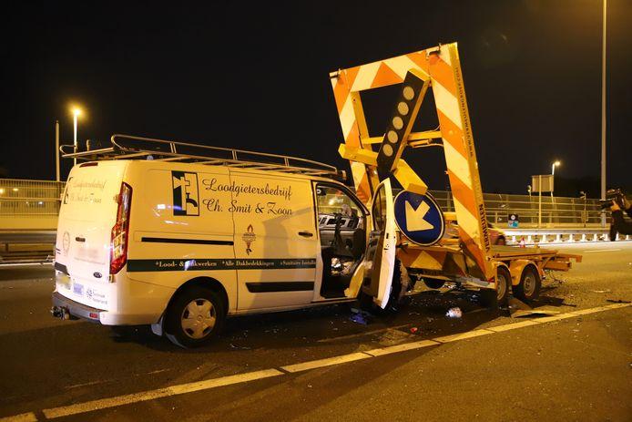 Busje rijdt tegen pijlwagen in Voorburg