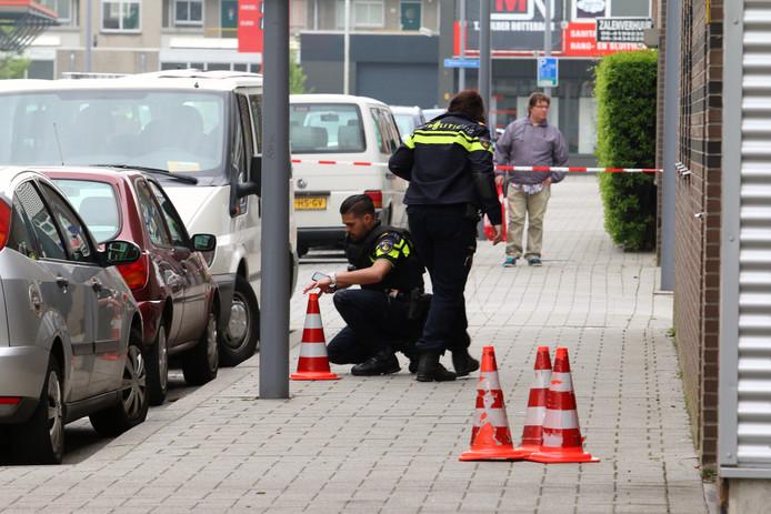 Politie doet onderzoek aan de Dynamostraat.