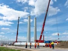 Mijlpaal voor 380kV-lijn Borssele-Rilland: de eerste hoogspanningsmast is (bijna) af