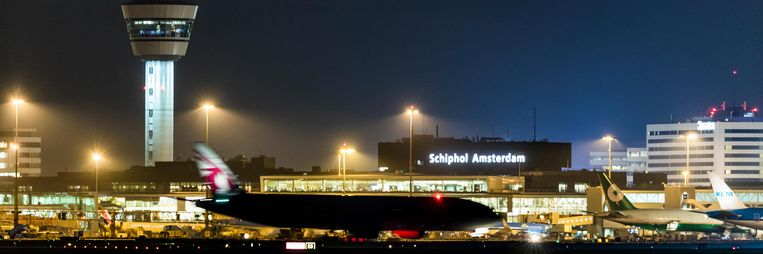 Schiphol op donderdagavond Beeld Freek van den Bergh