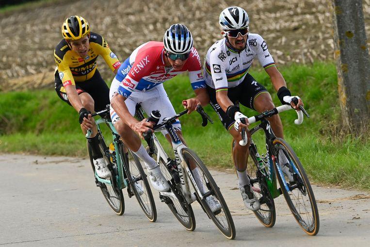 Wout van Aert, Mathieu van der Poel en Julian Alaphilippe in de Ronde van 2020. Beeld Photo News