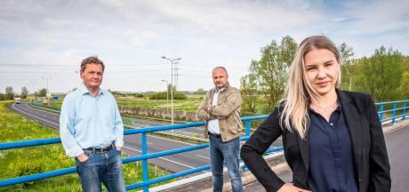 Verzet tegen windmolens langs N11 en A4 groeit: 'Denk na wáár je die megadingen zet'