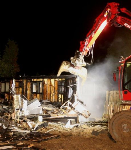 Leegstaand chalet volledig uitgebrand op camping in Kerkdriel