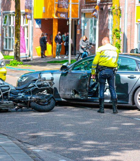 Motorrijder geschept door auto in Amersfoort, docenten en leerlingen MBO schieten te hulp