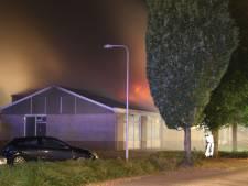Asbest vrijgekomen bij brand in oude loods in Goor