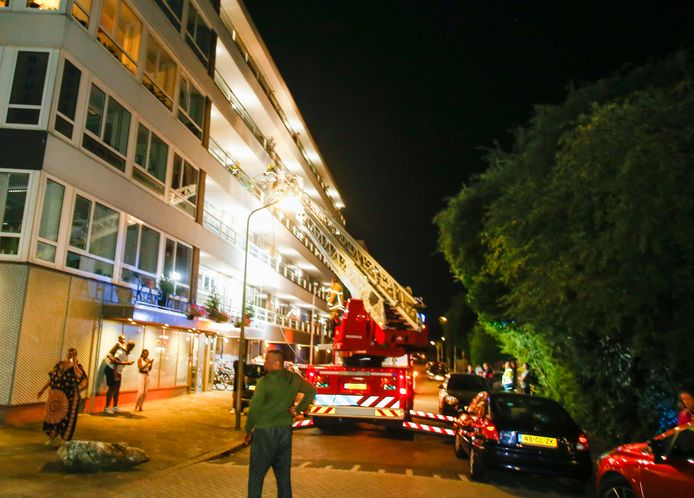 De brandweer rukte uit met groot materieel.