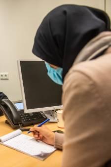 Een familiemoord in opdracht? Agente Maryam probeert dat te voorkomen: 'Soms vragen ze me voor de bruiloft'