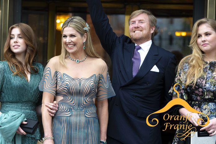 Koningin Máxima komt samen met haar gezin aan bij Koninklijk Theater Carré.