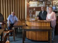 Wie van een bruin café houdt, moet echt eens naar deze kroeg in Holten: 'Veranderen? Nee'